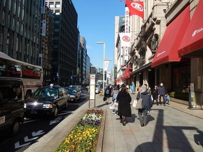東京駅八重洲北口より日本橋高島屋を経由して日本橋一丁目交差点迄歩きました。