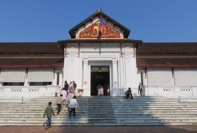 2019早春、ベトナムとラオスの旅(12/28):2月14日(5):ルアンパバーン(9):熱帯睡蓮の池、王宮博物館、旧式大砲、クアンシーの滝