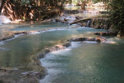 2019早春、ベトナムとラオスの旅(13/28):2月14日(6):ルアンパバーン(10):クアンシーの滝、エメラルドグリーンの水、滝壺プール