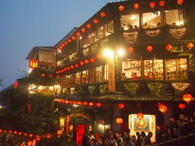 初めての海外一人旅 2泊4日の台湾旅行[4]提灯に明かりが灯る、幻想的な夜の九分を見たくて行ってきました