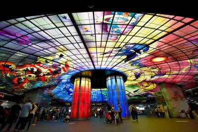 2018台湾 新幹線3日フリー切符で台北・台南・高雄の旅7日間 NO.5  瑞麗島駅のステンドグラス
