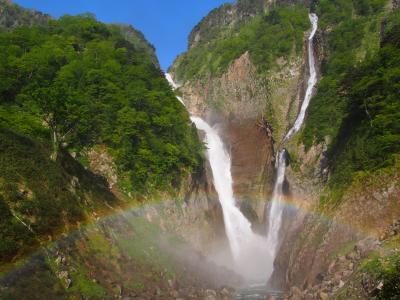 称名滝の滝壺からの水しぶきに虹