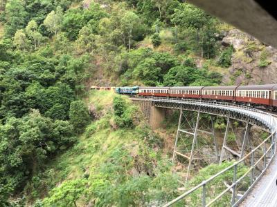 ケアンズ旅行 キュランダへ スカイレールと列車の旅