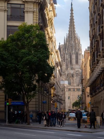 '18-'19 スペイン09 : 休業多い元旦バルセロナ 中世の雰囲気残る旧市街まち歩き