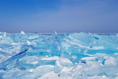 冬のバイカル湖:2泊3日アイス・ツアー