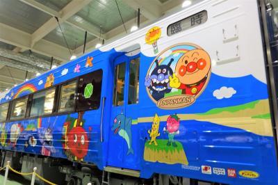 去年、予行演習しておいて良かった!孫を連れて、京都鉄道博物館へアンパンマン列車見学。