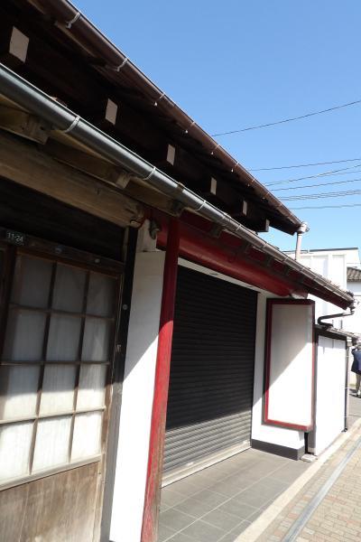 由比ガ浜通りの丸桁(がぎょう)の古民家(鎌倉市長谷2)