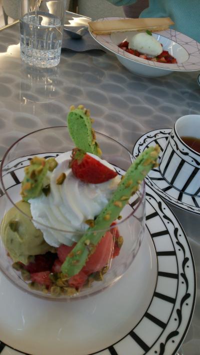 ゆったり女子旅②湯島天神~旧岩崎邸(重文)を廻り、GINZASIXにて「CAFE DIOR BY PIERRE HERME」のスイーツを愉しむ。