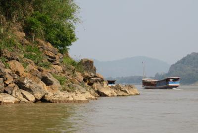 2019早春、ベトナムとラオスの旅(22/28):2月15日(4):ルアンパバーン(19):メコン川クルーズ、一帯一路政策の高架工事
