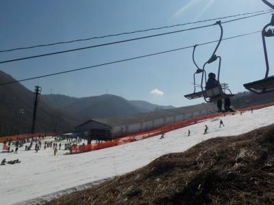 山梨へ! その1 まずはカムイ御坂スキー場でスキー 雪少ない、、、、、