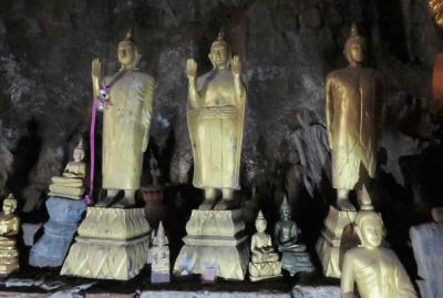 2019早春、ベトナムとラオスの旅(25/28):2月15日(7):ルアンパバーン(22):メコン川クルーズ、パークウー洞窟、洞窟の仏像群