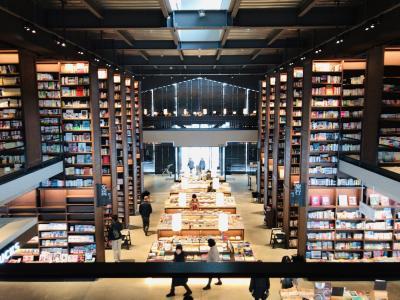 森の中の図書館  「江別 蔦屋書店」