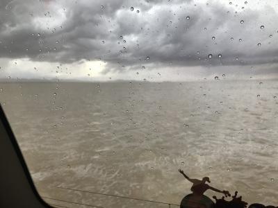 ウユニ塩湖 雨天で急な増水(車がぬかるみにはまり孤立)