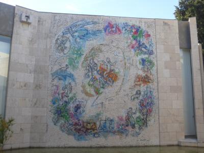 4歳娘を連れて年末年始南フランス11日間の旅11-独特の世界が広がるシャガール美術館