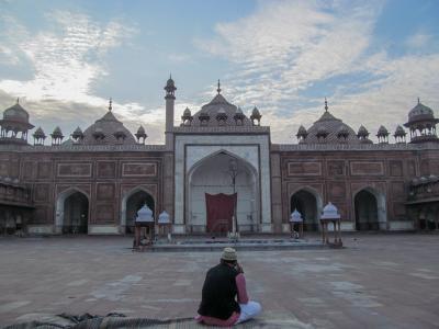 夕暮れのモスクとタージ・マハル