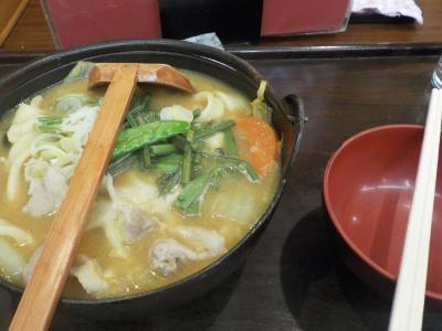 山梨へ! その5 昼食に甲府駅近くの老舗で名物のほうとうを戴き、甲府城の北側の部分にあたる歴史公園側から甲府夢小路へ。