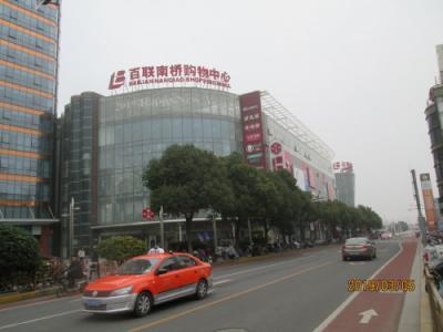 上海の奉賢・百聯南橋購物中心・巨大モール
