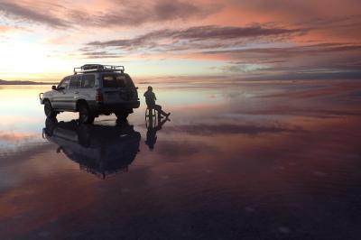 ウユニ塩湖での朝焼けの様子(ウユニ観光)