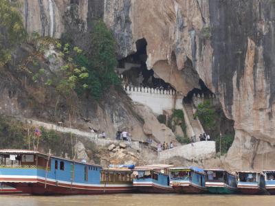 のんびりルアンパバーン 4. メコン川クルーズ行くパークウー洞窟現地ツアーと街歩き