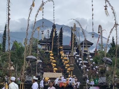 バリ島ブサキ寺院の大きなオダラン
