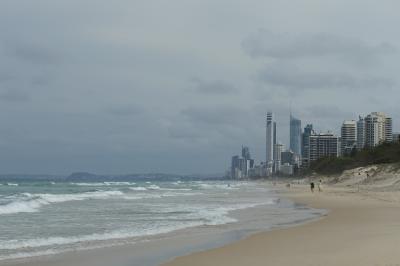 オーストラリア、ゴールドコースト。マリナーズコーブ(マリーナミラージュ)とメインビーチ、ヴェルサーチホテルのプール編
