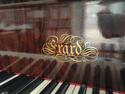 1908年製 平行弦エラールを弾く