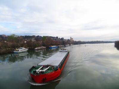 超巨大タンカーが来た!!!!アヴィニョンからローヌ川対岸ヴィルヌーヴ=レザヴィニョン(Villeneuve-lès-Avignon)日帰り2 2019年3月毎年行ってる南仏プロバンス+モンペリエ+ヴィルヌーヴ=レザヴィニョン+ボーケール 8泊10日 1人旅(個人旅行)35