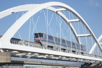 大阪モノレール線の全14駅を自転車で各駅停車し大阪空港まで行ってみた