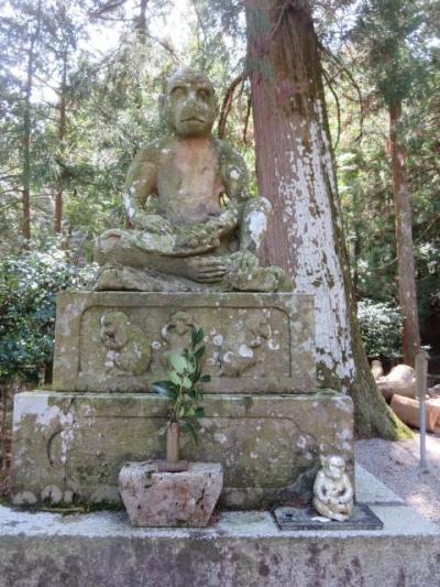 狛猿の鳴谷神社に参拝してきました。こんま亭の茶っぷりんは売り切れでした。