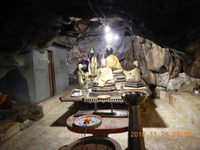amazing THAILAND! (13)カンチャナブリに着いてワット・タム・マンコーントーンという洞窟寺へ・・・
