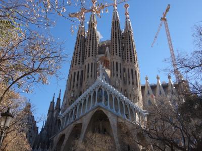 バルセロナを歩く (1.2) サグラダ・ファミリア大聖堂は外部から見学。やっぱ,すごい。