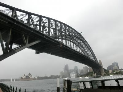 2019新春 シドニー20:シドニー 対岸のミルソンズポイントへ、ハーバーブリッジを歩いて渡る