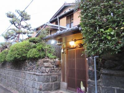 町屋の片泊まりで巡る京都の桜2019  その6 石塀小路の宿「寿栄屋」