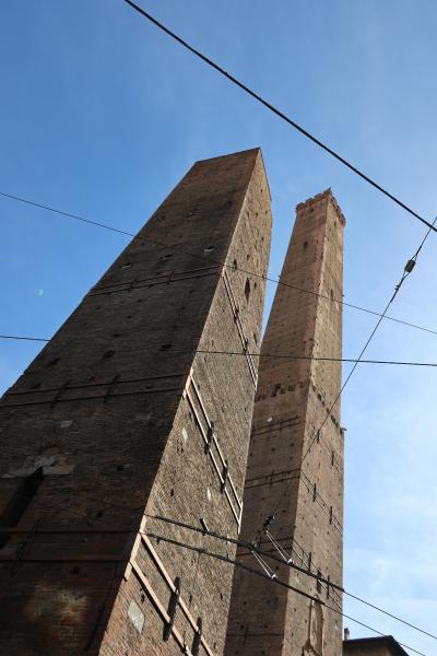 商都ボローニャBologna、そして900年近く残っている2本の斜塔