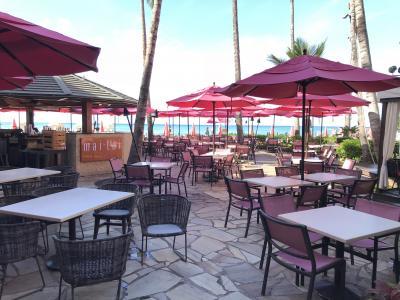 ハワイ ⑩ おいしい朝食を求めワイキキ散策★アサイーボウル 気持ちのいいビーチ沿いをウォーキング♪