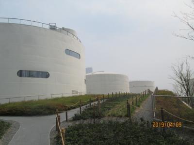 上海の龍騰大道・上海油罐芸術中心・油罐中的水粒子世界