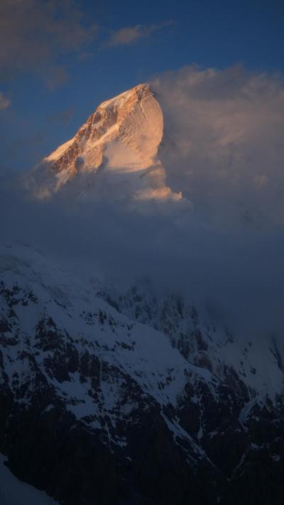 キルギス・アドベンチャー(9)天山山脈の氷河の上で3泊4日