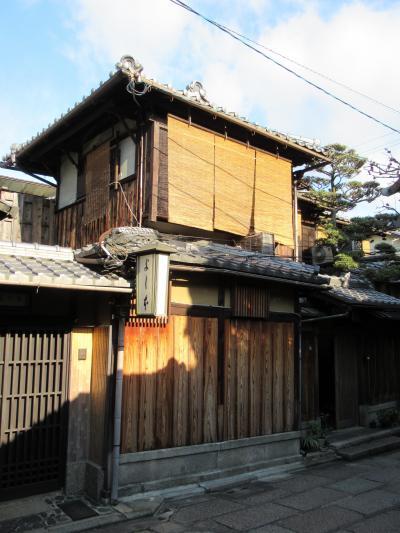 町屋の片泊まりで巡る京都の桜2019  その10 石塀小路「旅館うえむら」