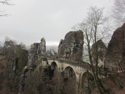 雨 いやみぞれのバスタイ橋  寒かった!