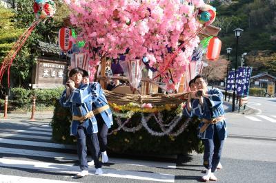 足助中馬街道に花車が練り歩く♪ 足助神社春の祭り♪