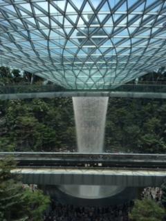 シンガポールの空港に新しいジュエルがオープン!