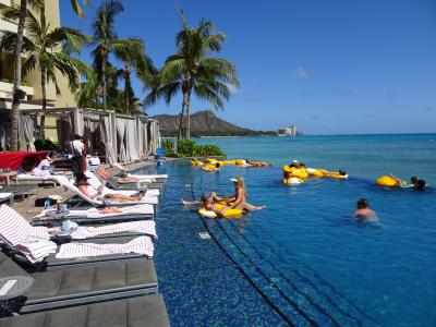 2019年4泊6日ハワイ旅行記(ホノルルハーフマラソンハパルアツアー)⑥有名パンケーキをビーチでペロリしてシェラトンプールでプカプカ