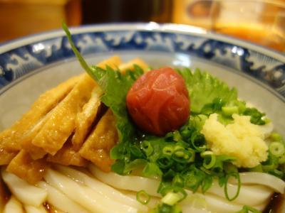 梅田でおいしいうどんをいただきました。デザートは菊壽堂の高麗餅です。
