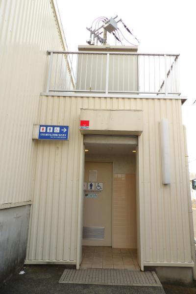 民間が設置した公衆トイレ(横浜市泉岡津町)
