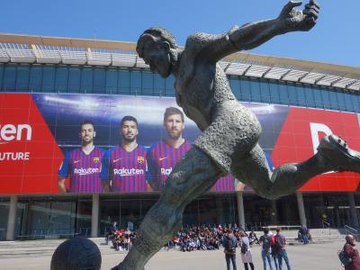 バルセロナを歩く (3.8) カンプノウ・スタジアムを訪れる。ああ,ここでサッカーができたらなぁ。