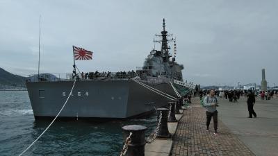 イージス護衛艦「こんごう」が唐戸の桟橋で公開