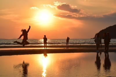 桜の咲き始めた紫雲出山と美しい夕陽の父母ヶ浜 ~浦島伝説と日本のウユニ塩湖~(香川)