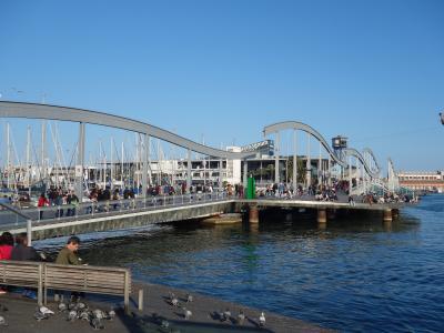 バルセロナを歩く (3.12) 「海のランブラス」。開放的で、とってもいいところです。