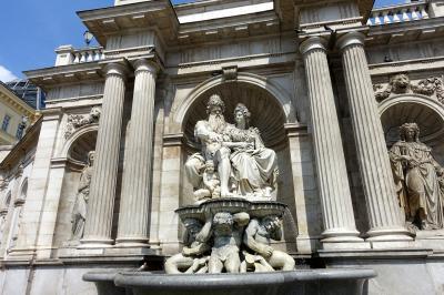 2018 三たびで最後のシニア三人旅 ☆令和初の旅行記はウィーン王宮の散策から