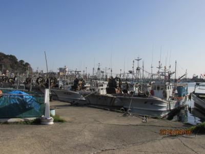 能登の春(14)輪島漁港を見て、朝市に向かう。